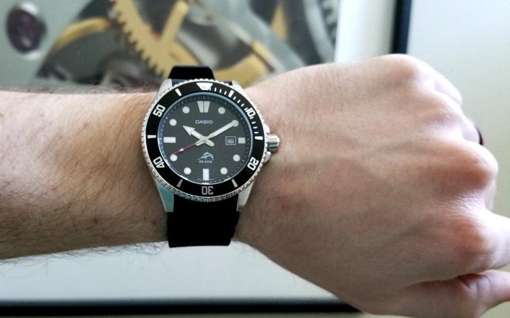 5. Relojes Casio: MDV106-1A