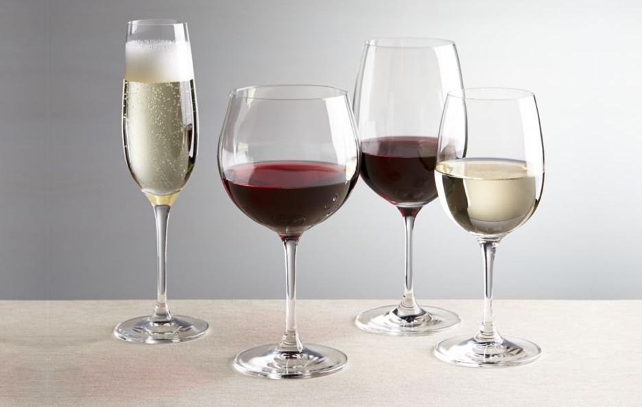 diferentes tipos de copas de vino, vino blanco