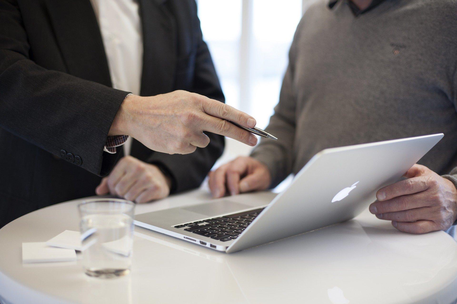 ¿Cómo vestir para una entrevista de trabajo? Hombres 2021