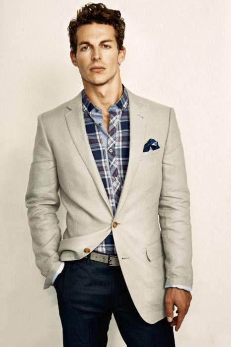 Traje y pantalones de color claro